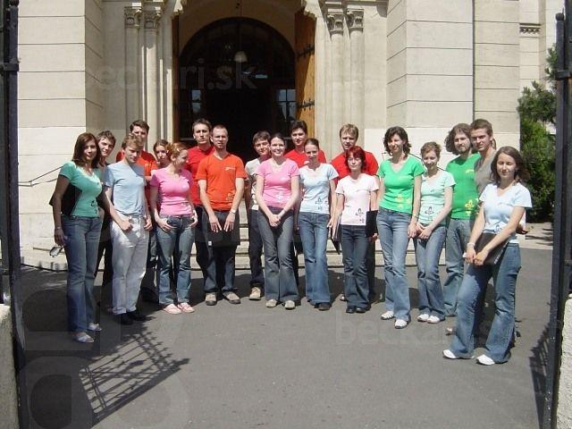 Béčkarske maľované trička - prvé koncertné tričká, ktoré nám namaľovala Gabika