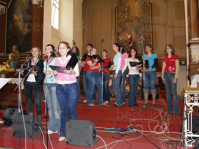 Mary Čírová s béčkarmi - Mary si s nami zaspievala pesničku Shout to the Lord