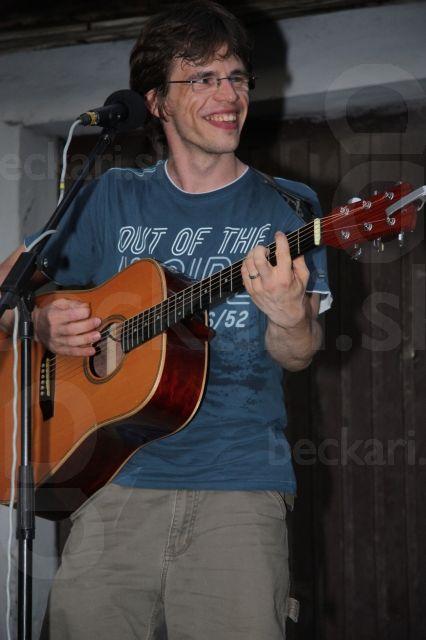 Spevák a gitarista Miro - brat Peťa a textár