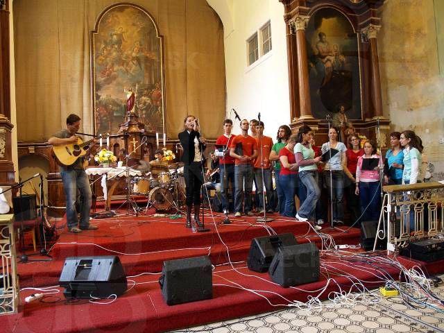 Trinity group a béčkari - A na oplátku sme si s nimi zaspievali pieseň Teraz