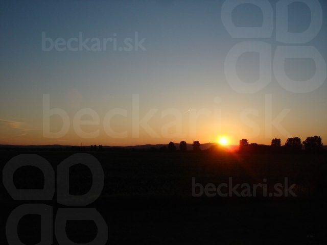 Západ slnka po ceste domov