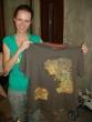 Gabika s maľovaným tričkom - Tričko s mapou z pána prsteňov pre kaplána Braňa, po tomto tričku si Gabika povedala, že už zvládne všetko. Kedže Braňo má veľmi rád pána prsteňov, tričku sa naozaj potešil. Bol to pre neho výborne vymyslený originálny darček.