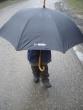 kto sa skrýva pod dáždnikom