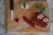 Torta taktiež nemohla chýba� - keďže sme neopekali klobásky a slaninky, tak aspoň takto si na nich pochutnáme
